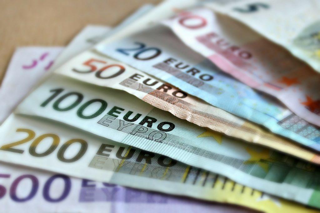 Bild mit Euro-Papieren
